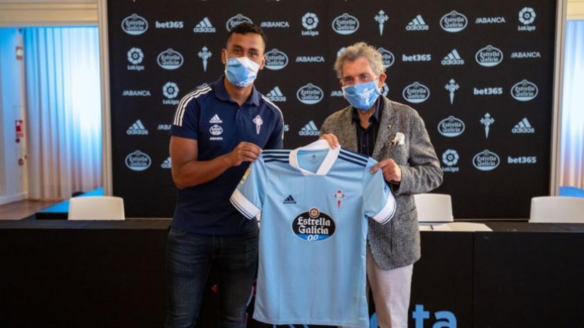 Renato Tapia ya está en España y posó por primera vez con camiseta del Celta de Vigo (VIDEO)