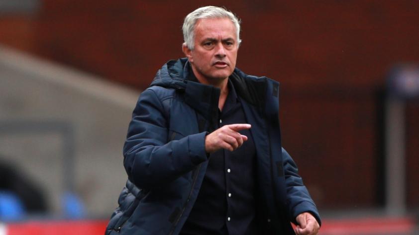 """Mourinho: """"Messi solo podría ir a un equipo que no respete el 'Fair Play' financiero, y no es nuestro caso"""""""