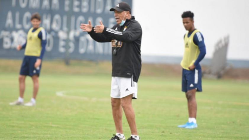 """Roberto Mosquera: """"Sporting Cristal es un equipo que tiene eficiencia y es eficaz"""" Sporting Cristal goleó por 6-2 a Cantolao en la jornada 9 del Torneo Apertura en el estadio Alejandro Villanueva"""