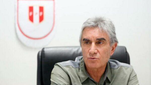 """Juan Carlos Oblitas: """"Lo más factible es que las Eliminatorias empiecen en octubre"""""""