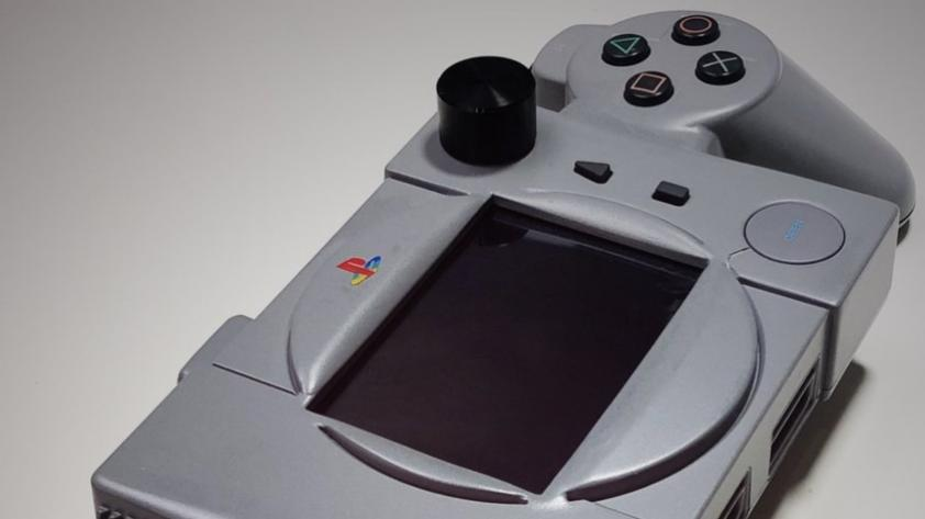 ¿Se puede convertir un PlayStation Clásico en consola portátil? Mira lo que hizo este ciudadano japonés (FOTOS)