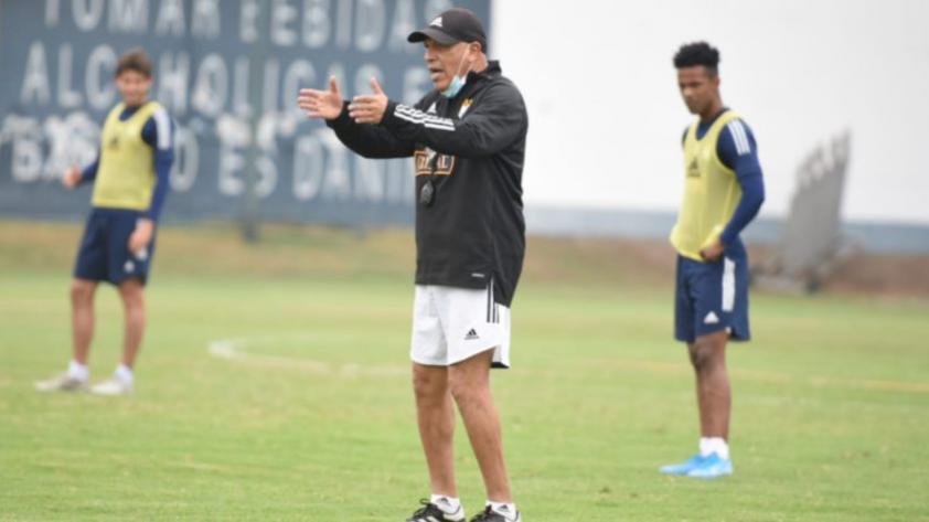 """Roberto Mosquera: """"Emanuel Herrera tiene gol, si sigue jugando bien va aparecer"""""""