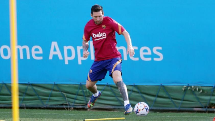Está de regreso: Lionel Messi ya entrena con el Barcelona (VIDEO)