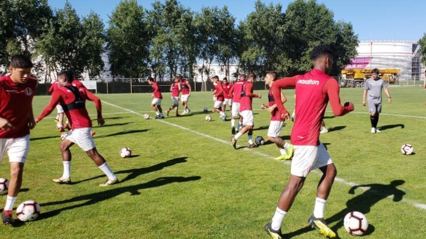Universitario entrenó en Chile y quedó listo para afrontar su primer amistoso del año contra la U. de Chile (FOTOS)